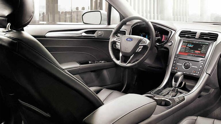 2016 Ford Fusion cockpit steering wheel technology