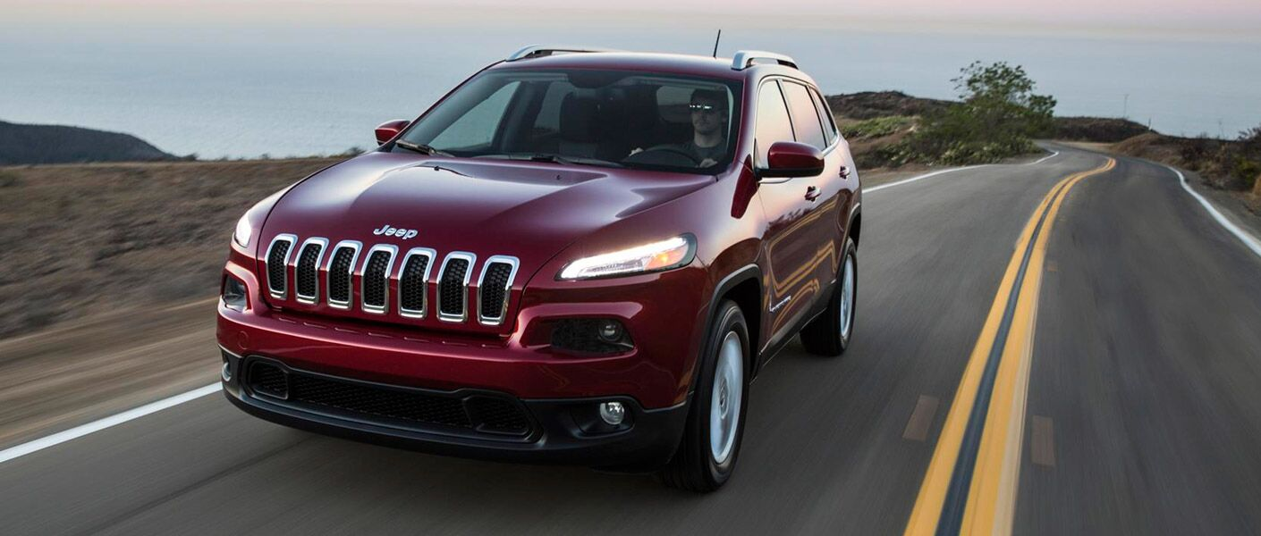 For an efficient and powerful ride, try the 2016 Jeep Cherokee in Albert Lea MN.