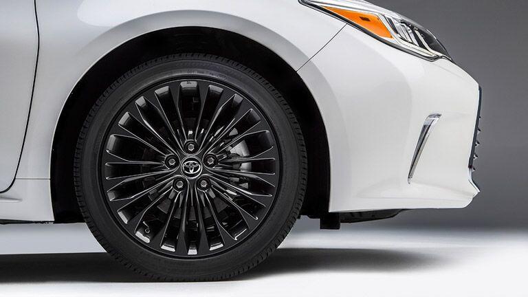 White 2016 Toyota Avalon Exterior