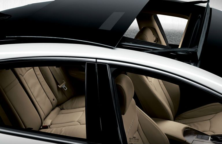 2016 Hyundai Azera with panoramic sunroof extended