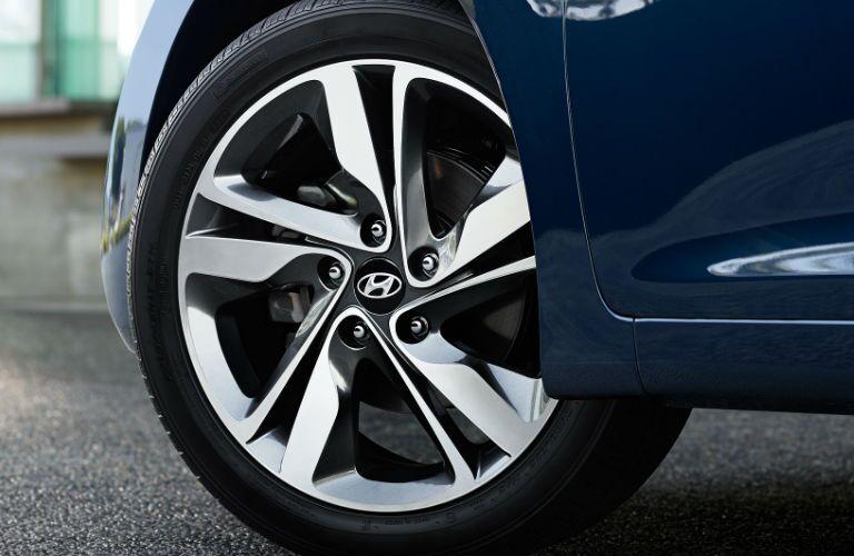2016 Hyundai Elantra 17-inch wheels