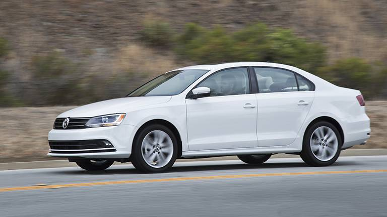 2016 Volkswagen Jetta vs 2016 Honda Civic exterior style and design