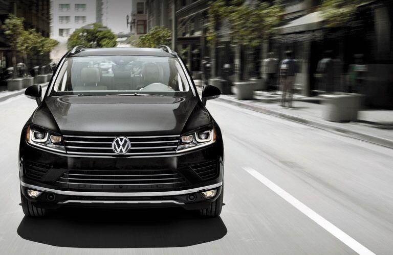 2016 Volkswagen Touareg front grille design