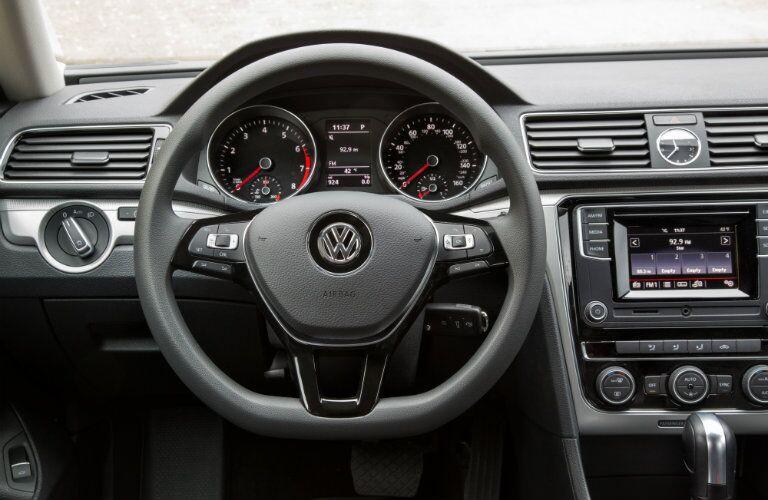 2016 Volkswagen Passat interior infotainment