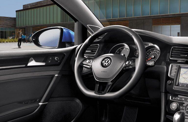 2016 Volkswagen Golf interior design