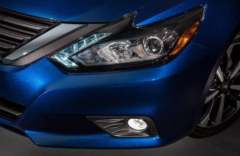 2016 Nissan Altima headlight