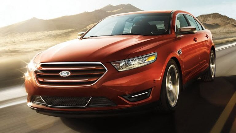 The exterior of the 2015 Ford Taurus is sleek and aerodynamic.