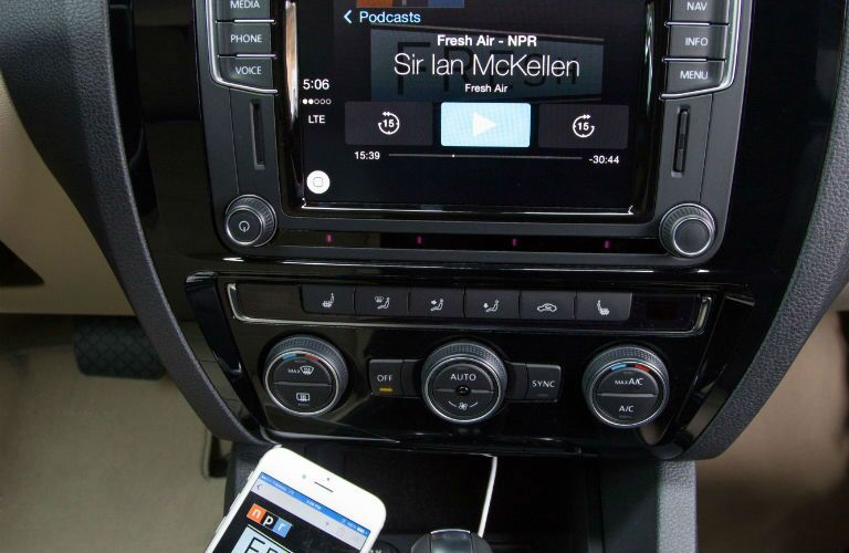 2016 VW Jetta MIB II infotainment system App-Connect