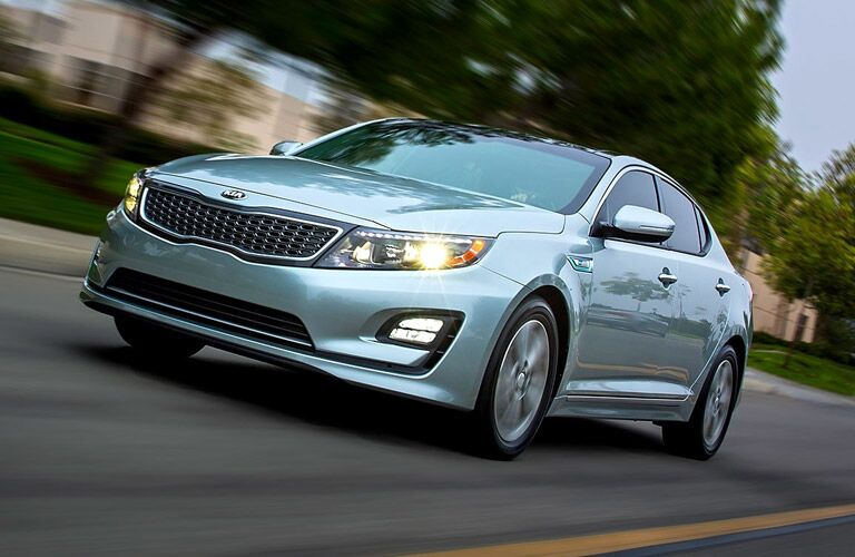 2016 Kia Optima Hybrid vs. 2016 Honda Accord Hybrid eco-friendly saves on emissions and gas Friendly Kia Tampa New Port Richey St. Petersburg Clearwater FL