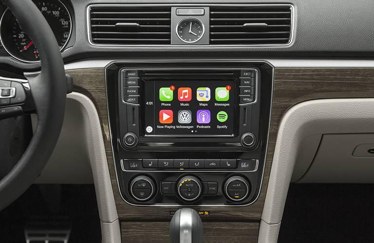 2016 Volkswagen Passat Oneonta NY infotainment