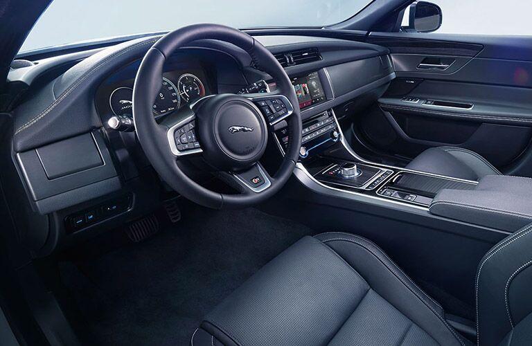 2016 Jaguar XF vs 2016 BMW 5 Series Interior
