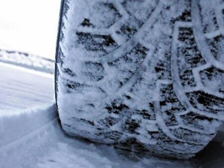 Winter_tires_VS_All-seasons_tires