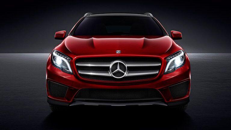 2015 mercedes benz gla vs 2015 land rover range rover evoque for Mercedes benz financial services address