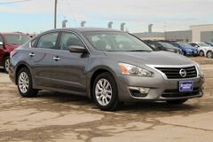 2015 Nissan Altima 2.5 S Green Bay WI