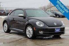 2013 Volkswagen Beetle 2.0T Turbo Green Bay WI