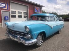 1955_Ford_Fairlane_Club sedan_ Sabattus ME
