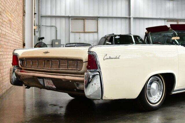 1963 Lincoln Continental Convertible - 430 cubic inch V8 Engine COACH DOORS BURGUNDY LEATHER INTERIOR POWER CONVERTIBLE TOP POWER WINDOWS Bensenville IL