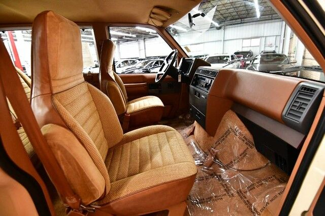 1988 Chevrolet Astro PASSANGER CS - 4.3L V6 CYLINDER ENGINE FRONT WHEEL DRIVE TAN LEATHER/CLOTH INTERIOR 3RD ROW SEATING Bensenville IL