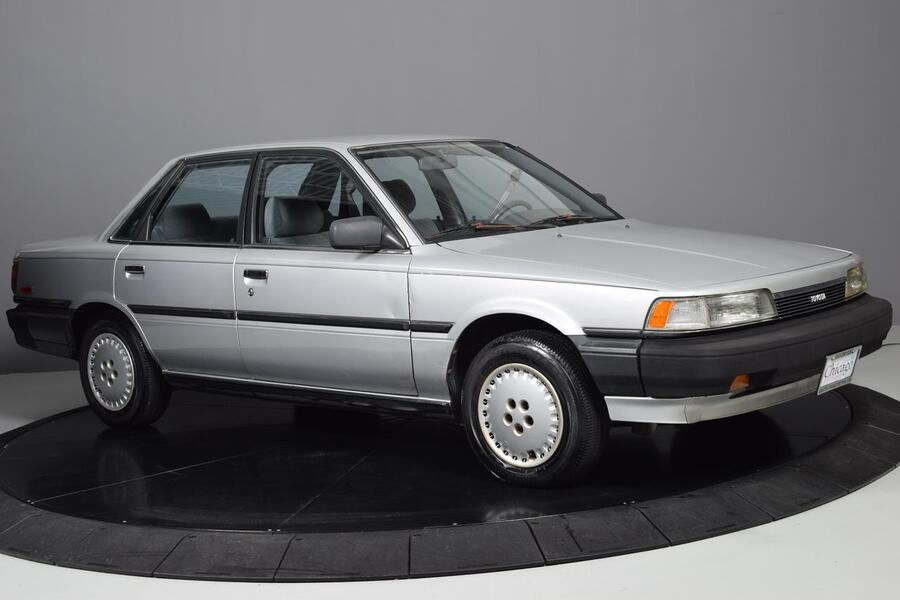 1988_Toyota_Camry_Deluxe_ Glendale Heights IL