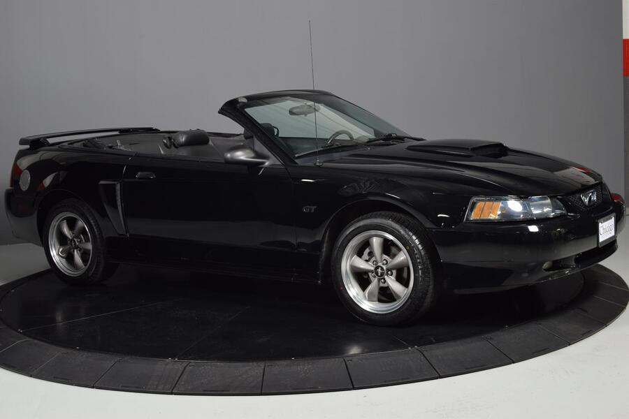 2001_Ford_Mustang_GT Deluxe_ Glendale Heights IL