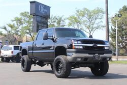Chevrolet SILVERADO 2500HD 6.6L CREW CAB 4D LS SHORT BED 4X4 2004