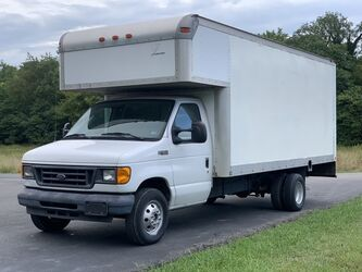 Ford Econoline 20' Box Truck (4' Box Over Cab)  2004