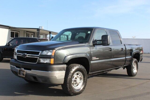 2005 chevrolet silverado 2500hd 6 6l lly duramax diesel 4x4 crew sb ca truck santa ana ca 17730093. Black Bedroom Furniture Sets. Home Design Ideas