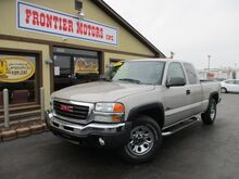 2005_GMC_Sierra 1500_SLE Ext. Cab Short Bed 4WD_ Middletown OH