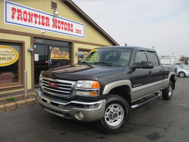 2005 GMC Sierra 2500HD SLE Crew Cab Short Bed 4WD Middletown OH