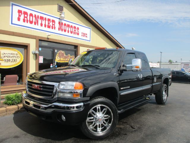 2005 GMC Sierra 2500HD SLT Ext. Cab Long Bed 4WD Middletown OH