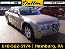 2006_Chrysler_300_Touring_ Hamburg PA