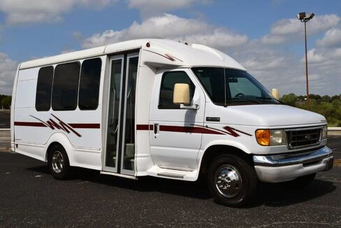 2006_Ford_E350 Starcraft_15-Passenger Shuttle Bus_ Fort Worth TX