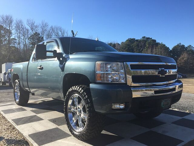 2007 Chevrolet Silverado 1500 4WD Ext Cab LT1 Outer Banks NC