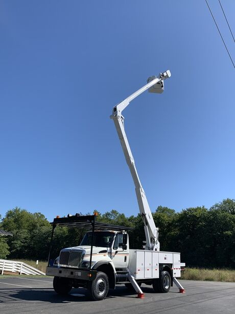 2007 International 7300 4X4 60' Bucket Truck MATERIAL HANDLER DT466 Crozier VA