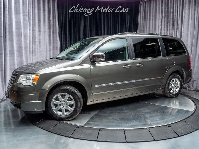 2010_Chrysler_Town & Country_Touring Plus_ Chicago IL
