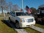 2010 GMC YUKON SLT 4X4, WARRANTY, LEATHER, 3RD ROW, TOW PKG, BACKUP CAM, REMOTE START, SUNROOF, RUNNING BOARDS,A/C!