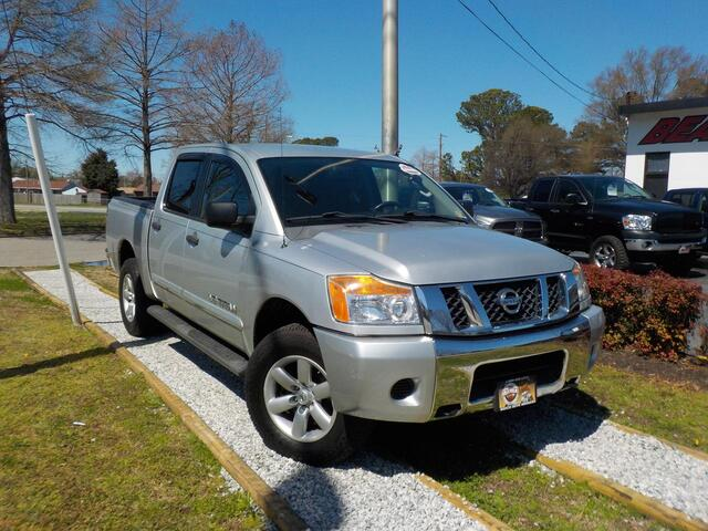2010 NISSAN TITAN SE CREW CAB 4X4, WARRANTY, BED LINER, RUNNING BOARDS, CRUISE CONTROL, THEFT RECOVERY,6 DISC CD! Norfolk VA