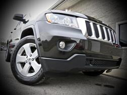2011_Jeep_Grand Cherokee_Laredo 4X4 4 Door SUV HEMI W/NAVI_ Grafton WV