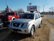 NISSAN PATHFINDER SV, BUY BACK GUARANTEE AND WARRANTY, TOW PKG, ROOF RACKS, EXTREMELY CLEAN, ONLY 2 OWNERS! 2011