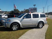 NISSAN PATHFINDER SE 4X4, CERTIFIED W/WARRANTY, 3RD ROW, BRUSH GUARD, TOW PKG, ROOF RACKS, ONLY 45K MILES!!! 2011