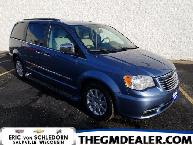 2012 Chrysler Town & Country Touring-L DriverConvenienceGroup w/DVD HeatedLeather PushButtonStart RearCamera Milwaukee WI
