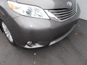 Toyota Sienna 5dr 7-Pass Van V6 XLE AAS FWD 2012