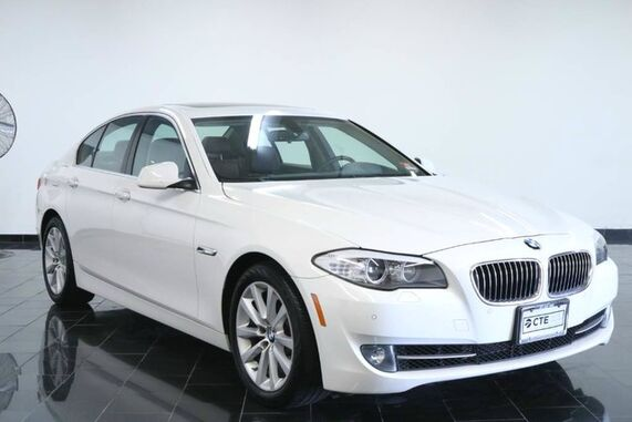 2013_BMW_5 Series_4dr Sdn 528i xDrive AWD, Clean Carfax, Techology Package, Cold Weather Package, Heated Front Seats, Moonroof, Rear Parking Aid, Rear View Camera,_ Leonia NJ