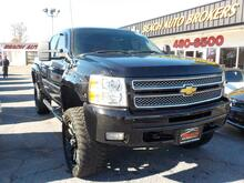 2013_CHEVROLET_SILVERADO_1500 LT CREW CAN 4X4, WARRANTY, RUNNING BOARDS, TONNEA COVER, TOW PKG, POWER DRIVERS SEAT, ONSTAR!!!_ Norfolk VA