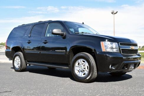 2013_Chevrolet_Suburban_2500 LT 4x4_ Fort Worth TX