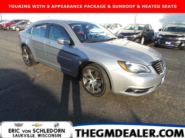 2013 Chrysler 200 Touring 2.4L S-ExteriorAppearancePkg ColdWeatherGroup w/Sunroof HtdCloth Milwaukee WI