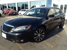 2013_Chrysler_200_Touring_ La Crosse WI