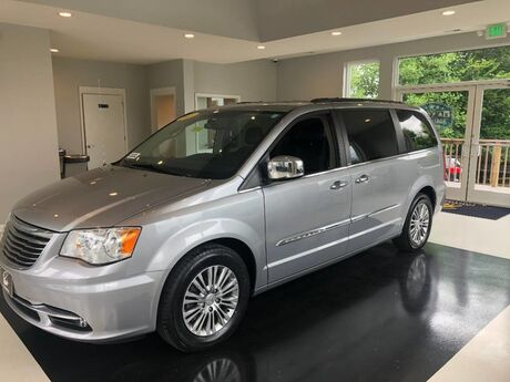 2013 Chrysler Town & Country Touring-L Manchester MD
