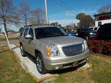 GMC YUKON SLT 4X4, WARRANTY, LEATHER, 3RD ROW, SUNROOF, DVD PLAYER, HEATED SEATS, NAV, BACKUP CAM, 1 OWNER!!!! 2013