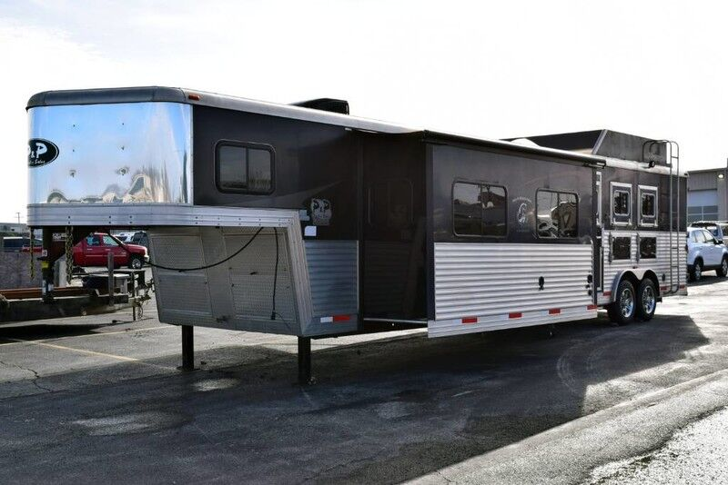2014 Bison Bison 3 Horse Trailer With Living Quarters  Fort Worth TX